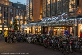 Grote Marktstraat-Wagenstraat-de Bijenkorf-1