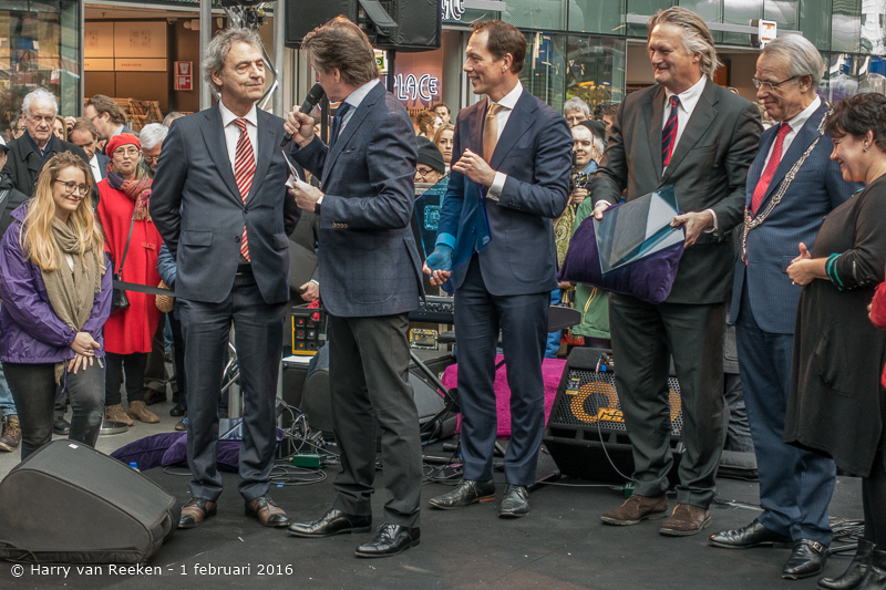 opening den Haag CS -17
